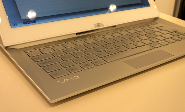 Sony-Vaio-Duo-13-slider-hands-on-02.JPG