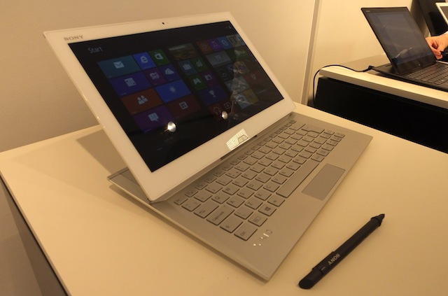 Sony-Vaio-Duo-13-slider-hands-on-06.JPG