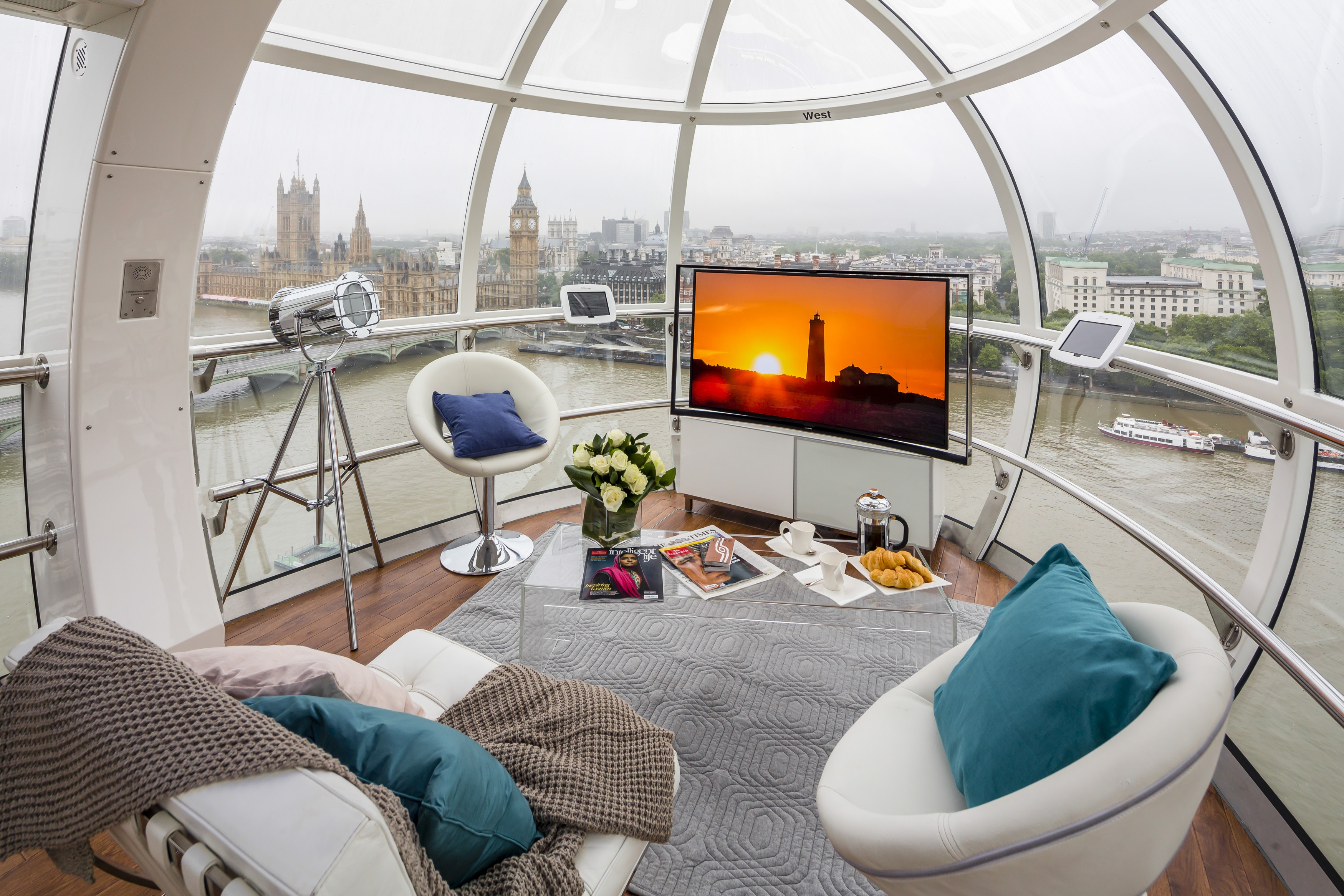 Samsung Showcases Curved Oled Tv On The London Eye Tech