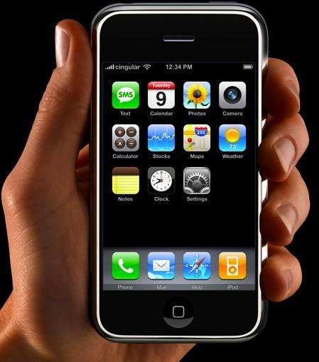معلومات أساسية لمستخدمي Apple iPhone Apple-iphone-in-hand