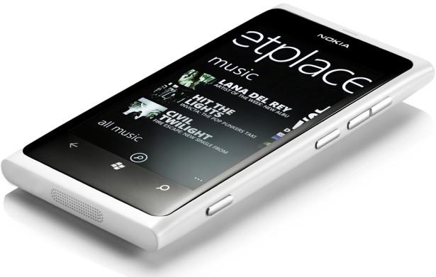 Nokia Lumia 800 now comes in white