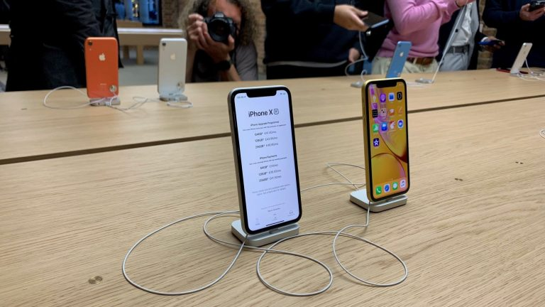 Apple pledges to be 'more upfront' over iPhone battery life