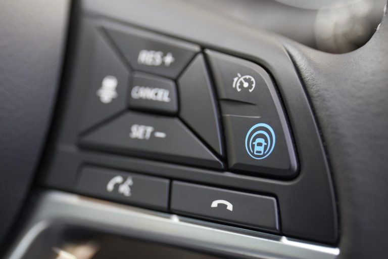 Nissan launches ProPILOT driver assistance technology on Qashqai